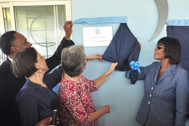 Prime Minister Portia Simpson Miller (R) and Head of the EU Delegation in Jamaica, Ambassador Paola Amadei,  along with JSIF's Managing Director, Omar Sweeney unveil the commemorative plaque at official opening of the Union Gardens Infant School in South West St. Andrew.
